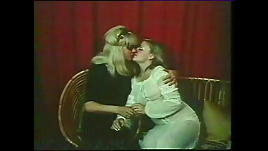 Lesbian scenes from the year 1977