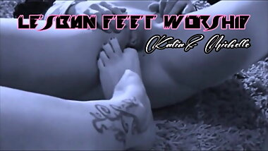 submissive girls lick my feet