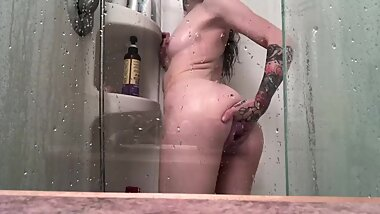 Watch me shower and touch myself for you